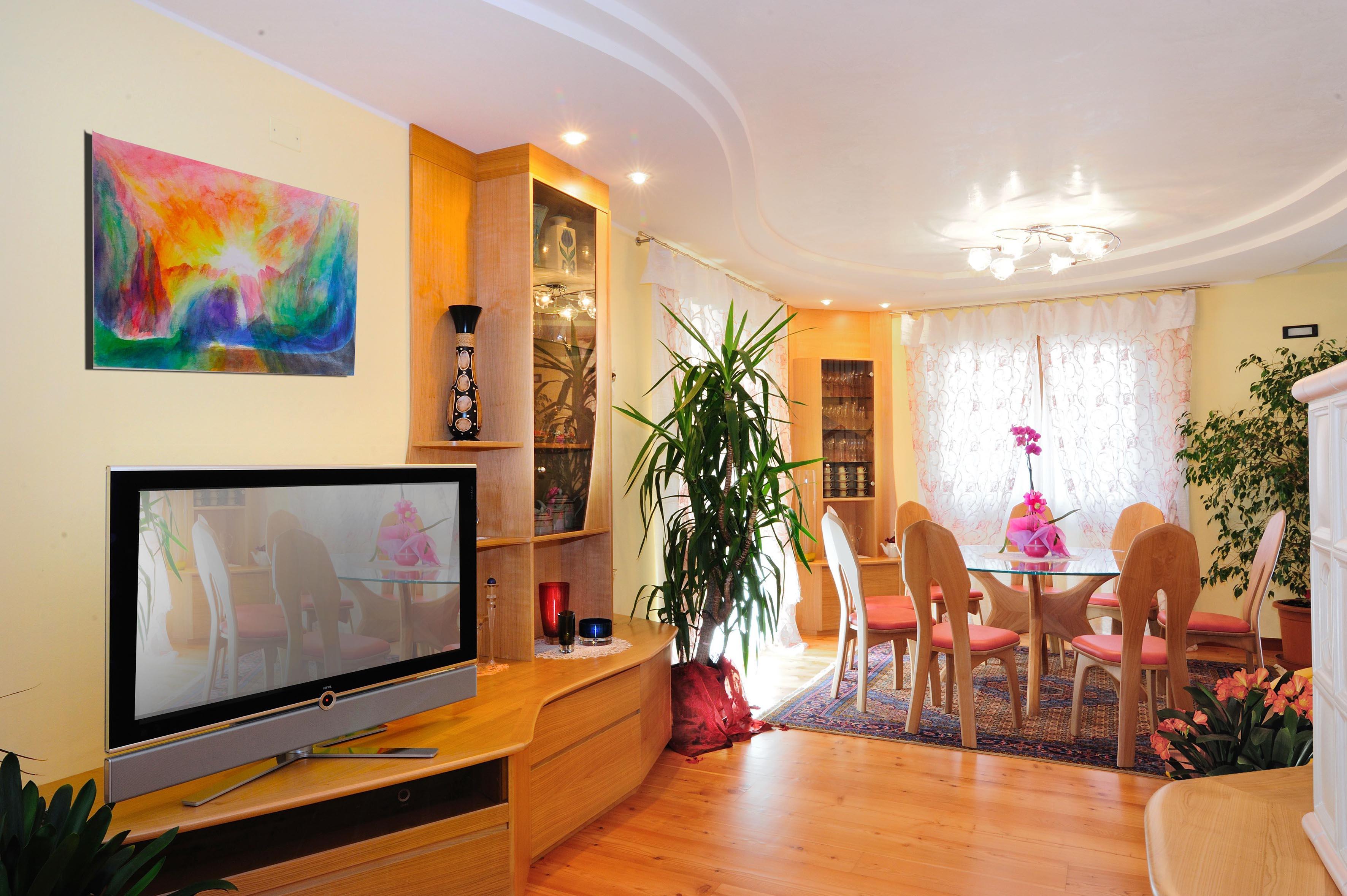 wohnen mit holz bringt lebensqualit t bauen s dtirol. Black Bedroom Furniture Sets. Home Design Ideas